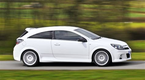 vauxhall astra vxr 2007 vauxhall astra vxr nurburgring 2008 review by car magazine
