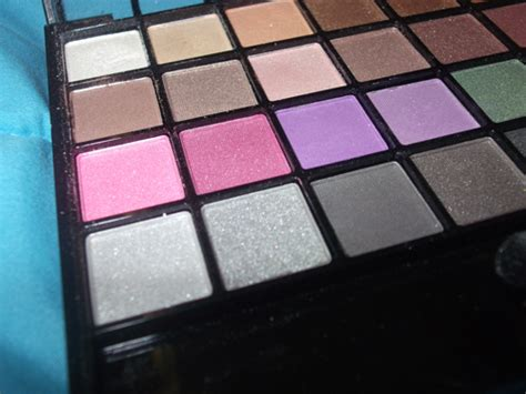32 Endless Pro Mini Eyeshadow Palette the alleyway a makeup e l f studio endless pro mini eyeshadow palette vs