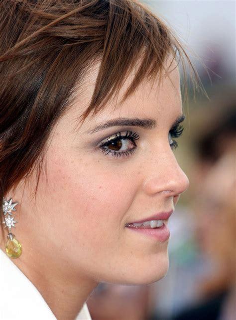 emma watson earrings emma watson dangling gemstone earrings emma watson looks