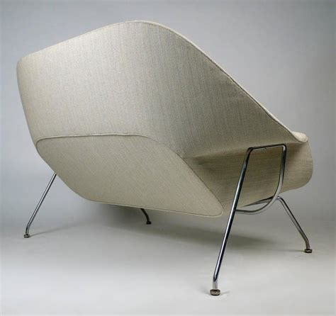saarinen sofa womb sofa by eero saarinen for knoll for sale at 1stdibs