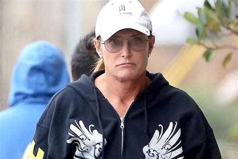 whats going on with bruce jenner what is going on wtih bruce jenners hair bruce jenner