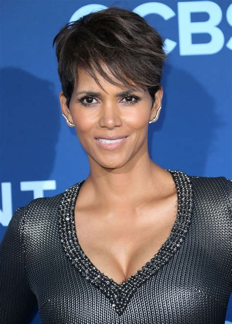 picture of halle berry hairstyle on extant halle berry at extant premiere in los angeles hawtcelebs