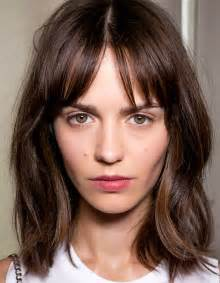 medium length hairstyles for hair parted in middle with bangs cheveux 16 id 233 es de frange en images taaora blog