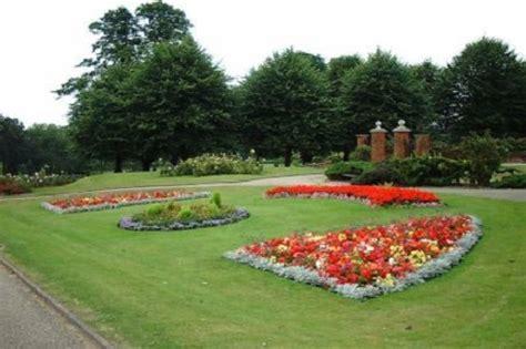 aiuole fiorite immagini arredare il giardino cambiare aiuola ogni anno 232