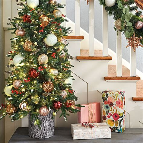 christmas decorating tips lowe s creative ideas youtube christmas decorating for staircases
