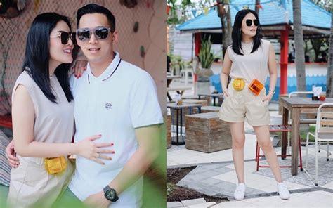 Dompet Hitam Kecil By Jermyn Stret Bali gaya fesyen nindy kembali curi perhatian tas pinggang transparan ini sebabnya kabar berita