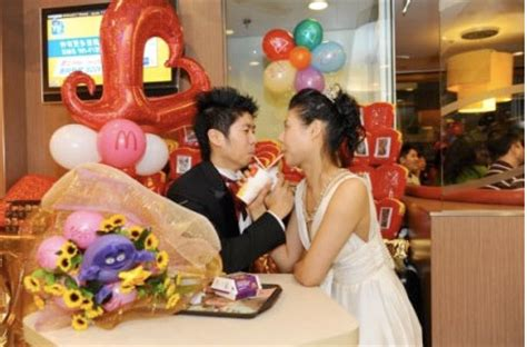 Mcweddings By Disney by Mcdonalds Mcweddings In Hong Kong Marriage At Mcdonalds