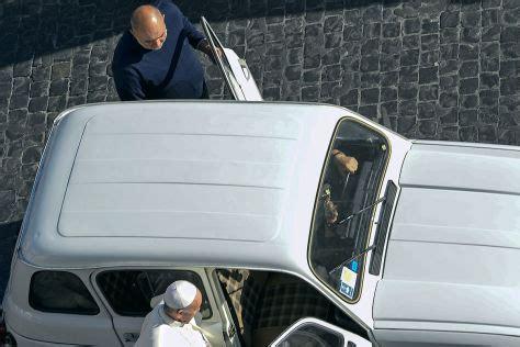 Auto Bild Sportscars Ausgabe 4 2013 by Papst Franziskus Bekommt 1984er Renault 4 Neues Papamobil
