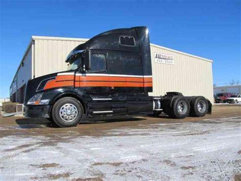 volvo truck 2003 volvo vnm64t670 2003 sleeper semi trucks