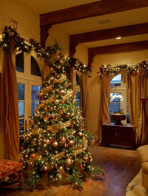 holiday decor christmas tree and garlands traditional