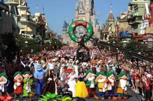 Disney parks christmas day parade airs december 25 on abc disney