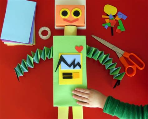 Robo Am303 Summer Day Box recycled robot makes from recycled boxes construction paper and foam sheets kid friendly