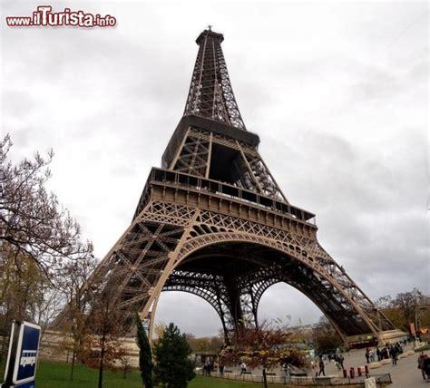 prezzo ingresso tour eiffel torre eiffel vista da sotto l opera di gustave eiffel