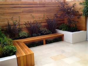 Contemporary Garden L Posts 25 best ideas about small courtyard gardens on small courtyards courtyard design