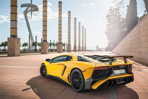 Lamborghini V 12 Evolution Of Lamborghini V12 Supercars Autotrader Ca