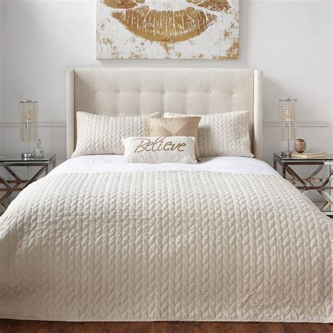 quilted bed coverlets 25 best quilts coverlets trending ideas on pinterest