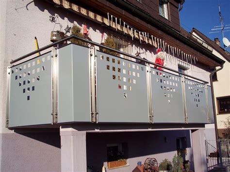 balkon überdachung alu bausatz balkongel 228 nder edelstahl mit alu lochblech balkon