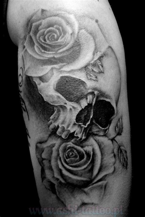 skulls roses tattoos skull and roses tattoos