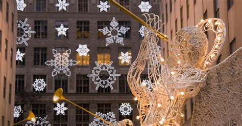saks fifth avenue rockefeller center new york christmas