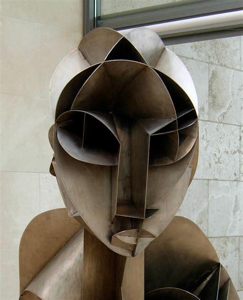 5 head l naum gabo sculptures