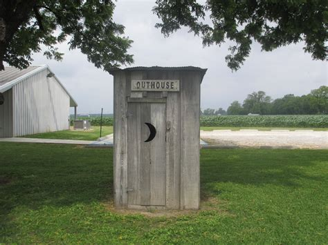 out house file outhouse lake providence la img 7386 jpg wikimedia commons