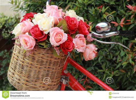 imagenes vintage flores bonito de flores artificiais da rosa na bicicleta do
