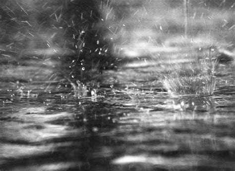 imagenes de fuertes lluvias la pluma corriendo bajo la lluvia