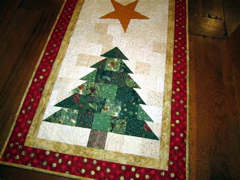 Patchwork Runner - 1000 ideas about patchwork table runner on