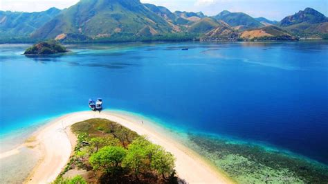 komodo island   beautiful island  misterious