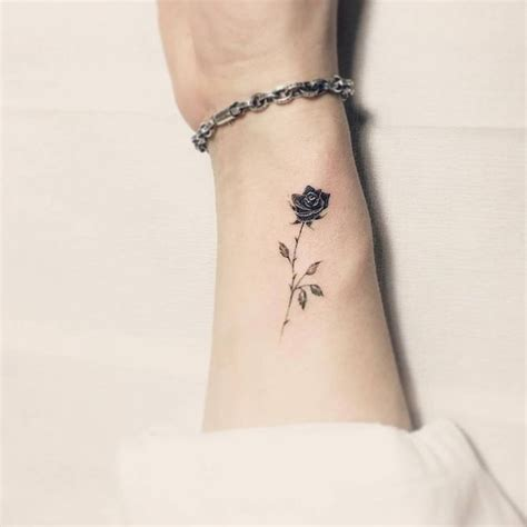 small black rose tattoo best 25 black tattoos ideas on