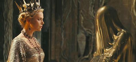 film enchanted adalah snow white and the huntsman picture 24
