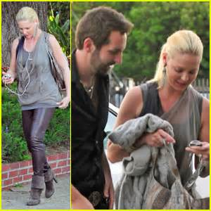 heigl takes a break to take some puffs from her electronic cigarette lovely actress katherine heigl with hubby josh kelley and