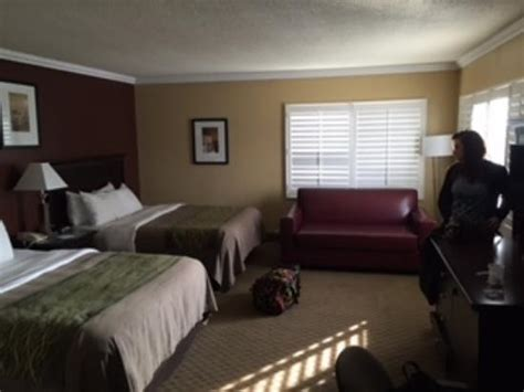 comfort inn near hollywood walk of fame 3 floor corner room above office recomend picture of
