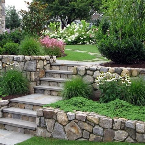 Retaining Wall Backyard Landscaping Ideas 25 Best Ideas About Tiered Landscape On Pinterest Landscaping Blocks Sloped Backyard And