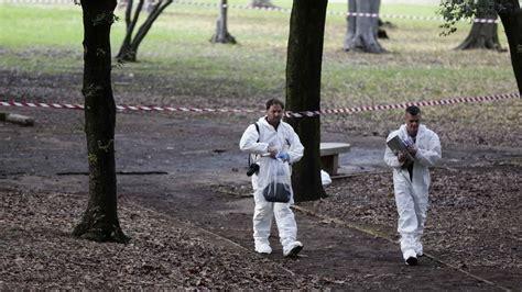 omicidi per me roma due omicidi con il pugnale per gli investigatori la