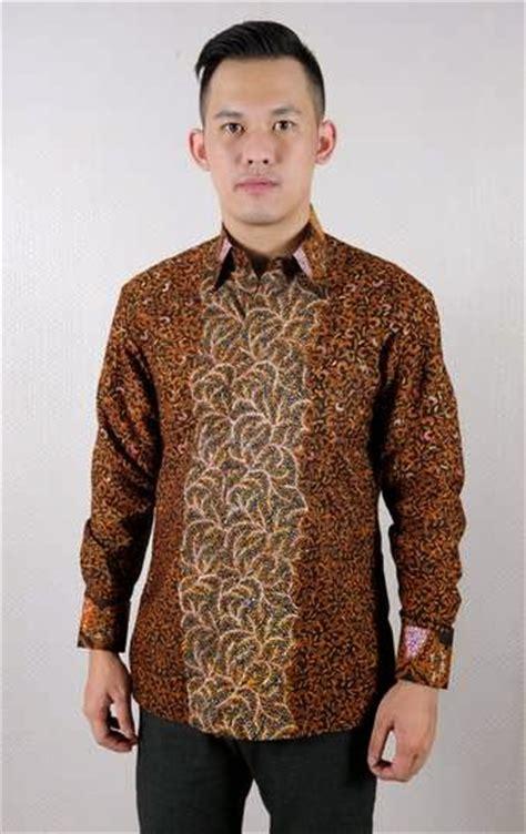 Baju Kaos Pria Motif Simpel tren model busana batik muslim pria desain terbaru