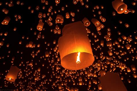 mongolfiere volanti lanterne volanti e fontane luminose quando feste