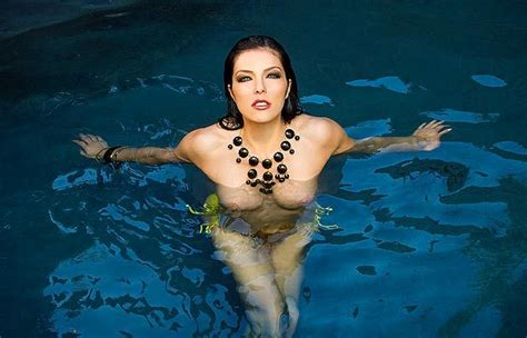 Adrianne Curry Says Top Model Fued by Wow Frezi Adrianne Curry S Saucy Swim The Sun
