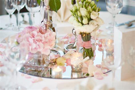 Tischdeko Hochzeit Rund by Beispiele F 252 R Blumen Auf Runden Tischen F 252 R Die Hochzeit