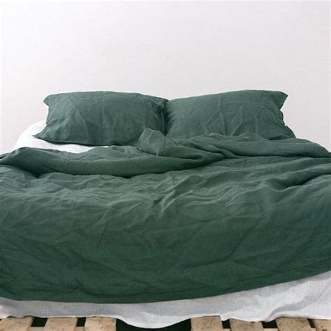 dark green bedding 25 best ideas about queen bedding sets on pinterest queen size bed sets king size bedding