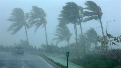 hurricane irma hit losing power right as hurricane irma is about