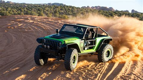 jeep hellcat offroad behind the wheel of the jeep trailcat wrangler concept