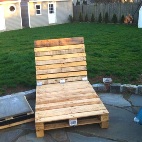 25 best ideas about pallet chaise lounges on outdoor chaise lounge chairs outdoor best 25 pallet chaise lounges ideas on deck lounge ideas pool deck furniture and
