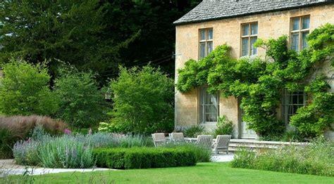 cotswold garden designed by dan pearson dry stone walling