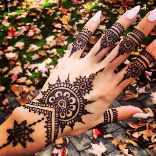 tato di punggung belakang ide desain gambar tato henna keren untuk cewek gambar