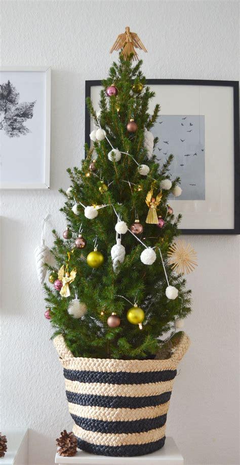 weihnachtsbaum schmuck pompom girlande