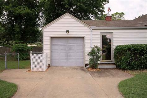 Garage Sales Tulsa Ok by Midtown Tulsa Bungalow For Sale Florence Park South
