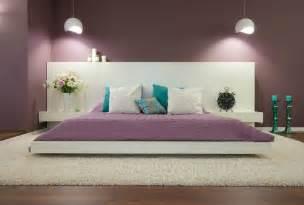 Superbe Couleur De Peinture Pour Une Chambre #1: couleur-peinture-chambre-violet-tête-lit-blanc-tapis-shaggy.jpg