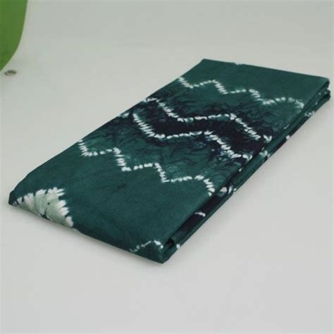 Syal Manik Khas Kalimantan 2 kain sasirangan merupakan kerajinan khas kalimantan selatan yang banyak dimanfaatkan sebagai