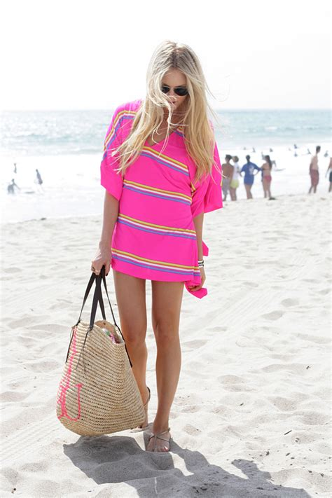 beach her colors were pink lots of pink with her love of the beach 15 wonderful beach essentials every girl needs this summer